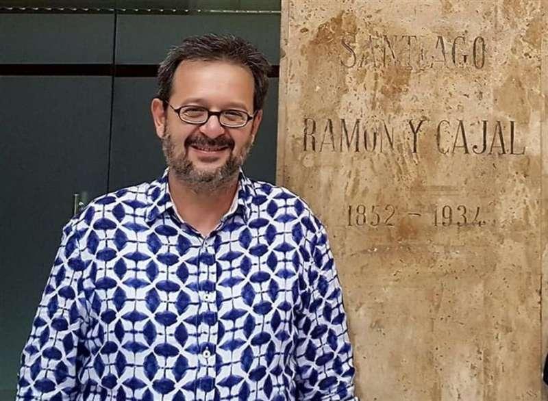 El profesor titular de Psiquiatría en la Universitat de València e investigador senior del Centro de Investigación Biomédica en Red de Salud Mental (CIBERSAM) Vicent Balanzá, en una imagen facilitada a EFE.