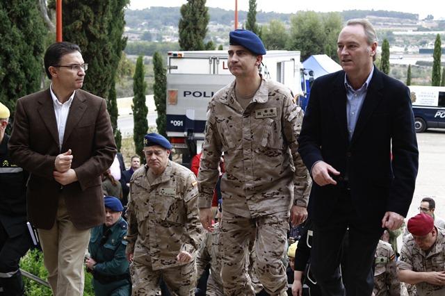 En la imagen, el Presidente de la Generalitat y el conseller de Gobernación reciben al Príncipe de Asturias.