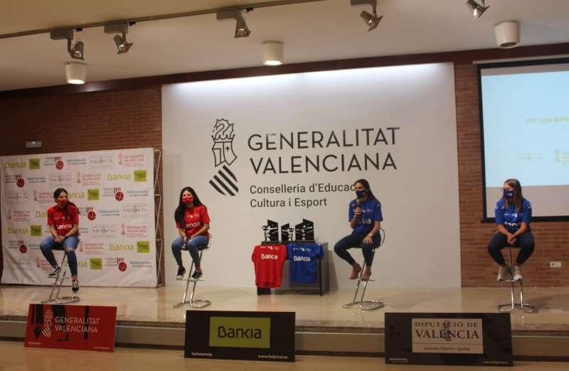Imagen de las finalistas de la XIV Liga Bankia de élite de raspall femenina . EPDA