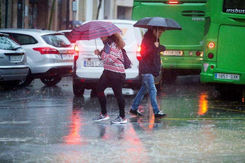 En la imagen, lluvia en el centro de la ciudad de Castellón. EFE/Archivo