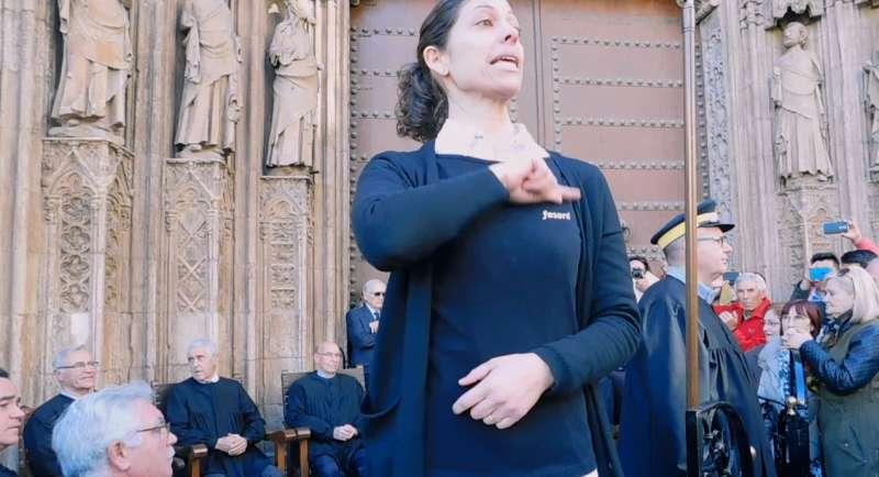 Momento de la primera sesión adaptada del Tribunal de las Aguas, con una intérprete de la lengua de signos