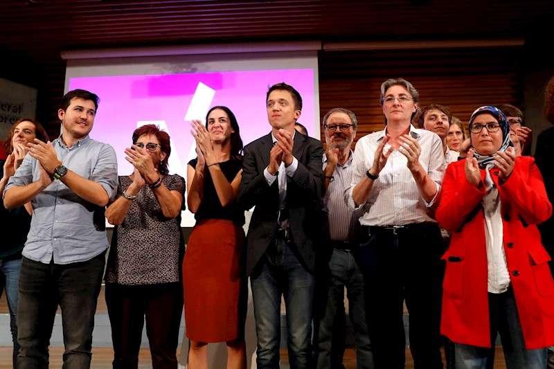 El líder de Más País, Íñigo Errejón (5i), tras una asamblea de la agrupación. EFE/Archivo