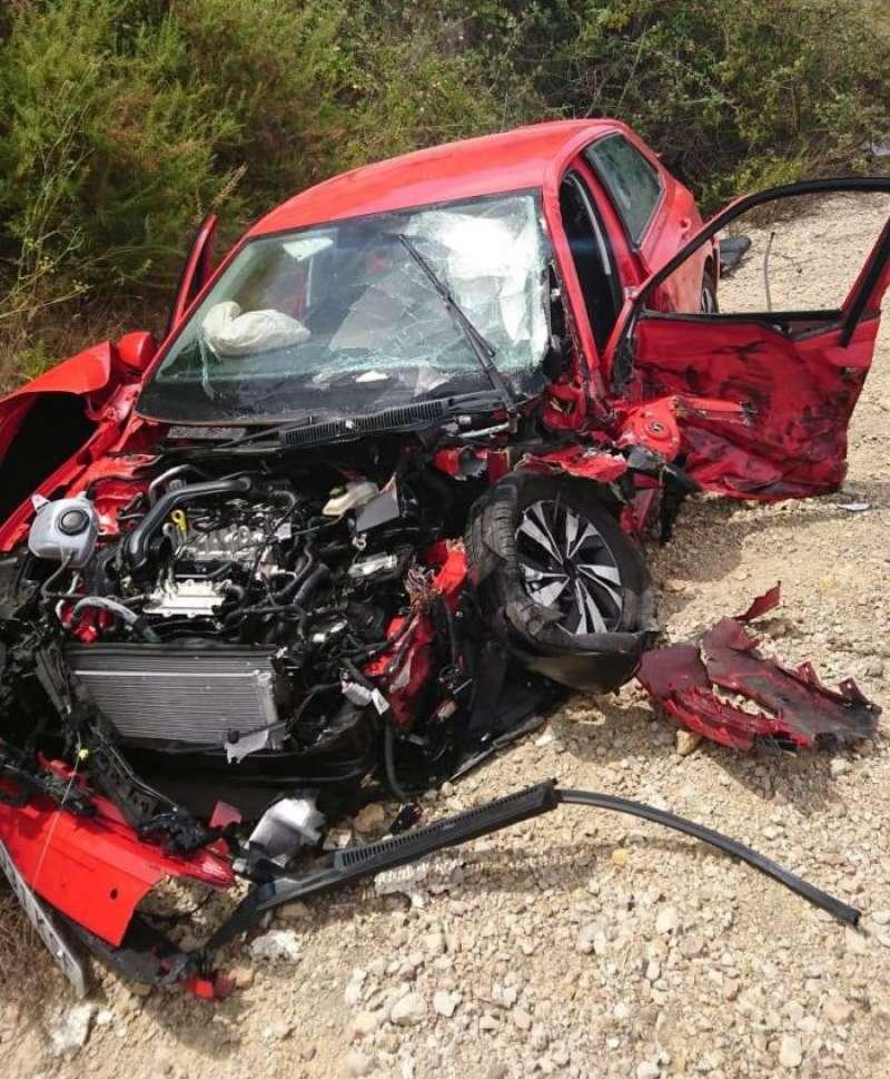 Vehículo implicado en el accidente, en una imagen del Consorcio de Bomberos. EFE