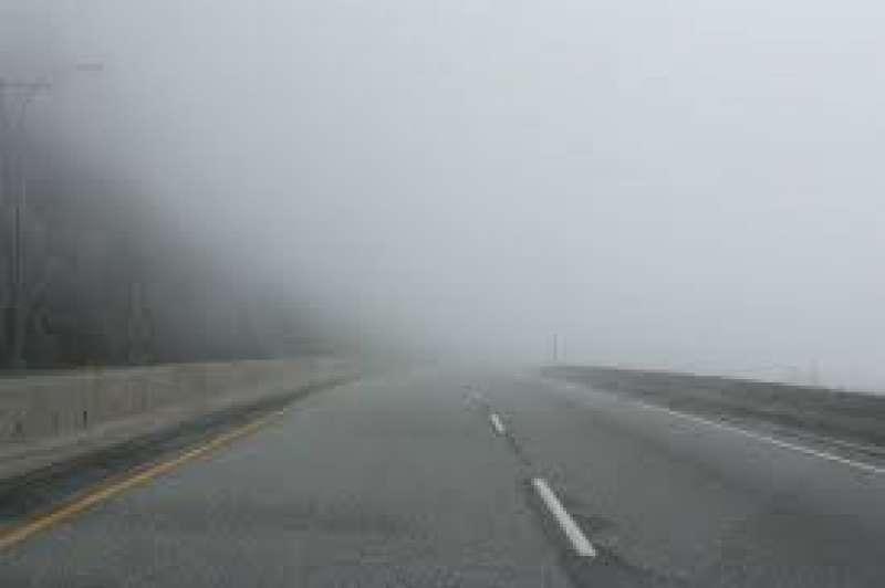 Imagen de una carretera con niebla. EPDA