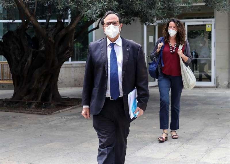 El conseller de Hacienda, Vicent Soler, a su salida de Les Corts, en una imagen reciente. EFE