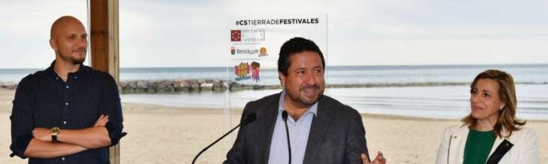 El Presidente de la Diputación de Castellón, la alcaldesa de Benicàssim y el director del evento.