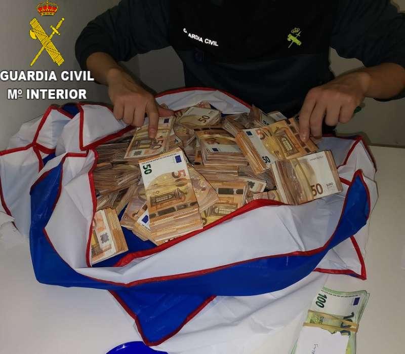 Maleta encontrada por los agentes en el aeropuerto de València
