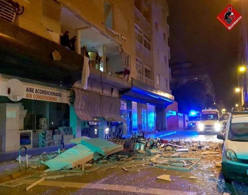 Imagen de la explosión de Torrevieja facilitada por el Consorcio provincial de bomberos de Alicante. EFE