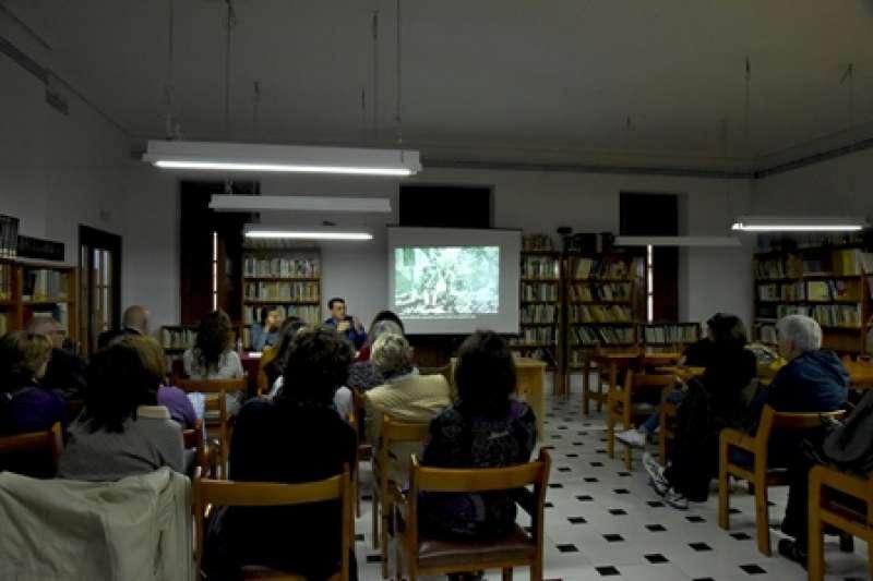 Rafael Roca, en la presentació del volum a Museros. EPDA