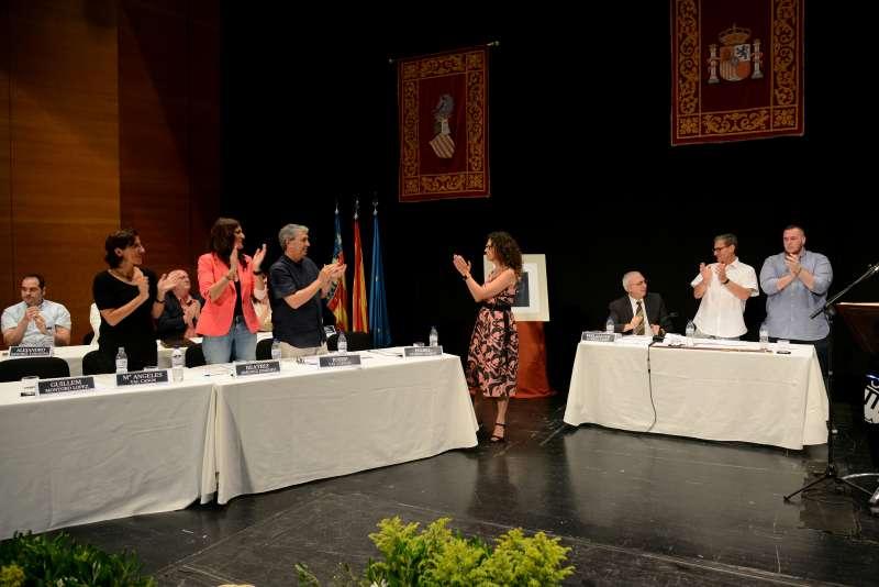Isabel Martín agradeciendo el apoyo a sus ediles