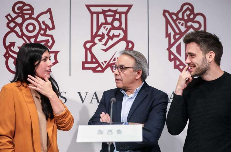 Los portavoces de los grupos parlamentarios PSPV, Manuel Mata (c), Compromís, Fran Ferri (i), y Unides Podem, Naiara Dav. EFE/Ana Escobar