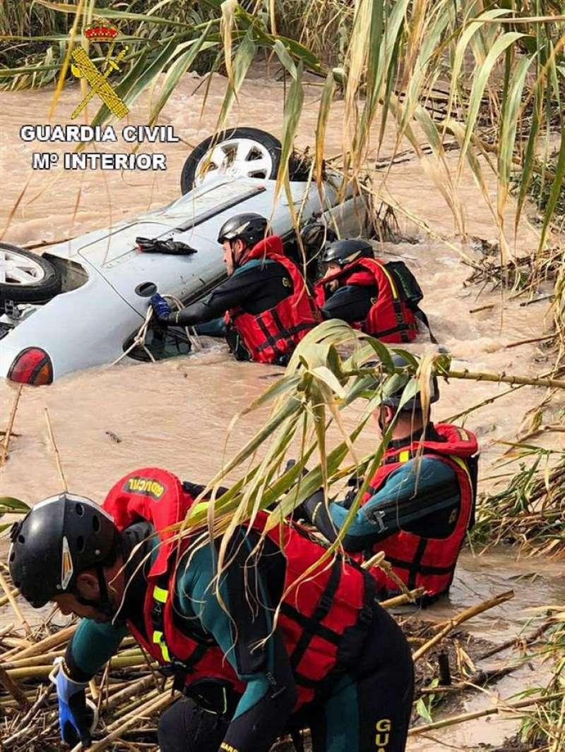 Fotografía cedida por la Guardia Civil del vehículo hallado.EFE/ Guardia Civil