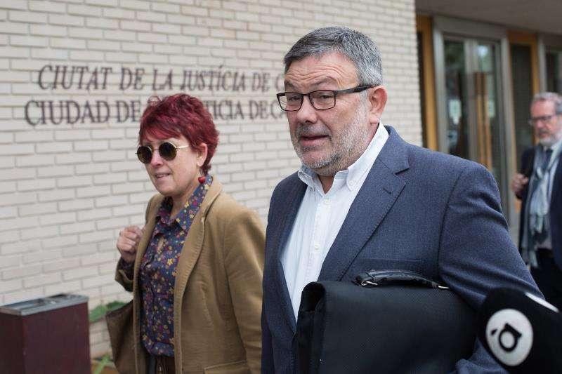 El exsubdelegado del Gobierno en Castellón ,Antonio Lorenzo, a su llegada a la ciudad de la Justicia, para declarar como investigado en una supuesta trama de facturas falsas en la Subdelegación y en la que también figura como investigado el exsubdelegado David Barelles. EFE