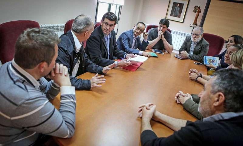 Jorge Rodríguez durante un encuentro reciente con los alcaldes y alcaldesas del Rincón de Ademuz