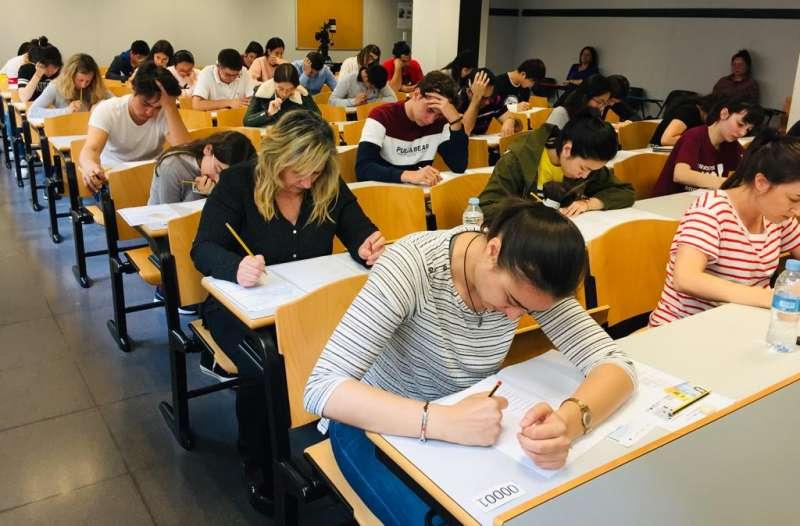 Alumnos durante la realización de unos exámenes. EPDA