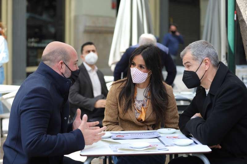 La vicealcaldesa de Madrid, Begoña Villacís, y el coordinador autonómico de Ciudadanos (Cs) en la Comunidad Valenciana, Toni Cantó, se han reunido con representantes de la hostelería valenciana.