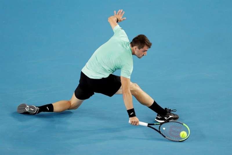 El tenista Pedro Martinez en acción ante el ruso Daniil Medvedev,  EFE/EPA/LYNN BO BO