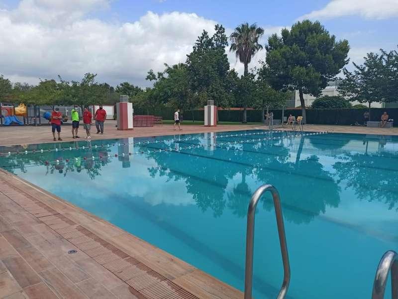 Desalojo en la piscina de Mislata. EPDA