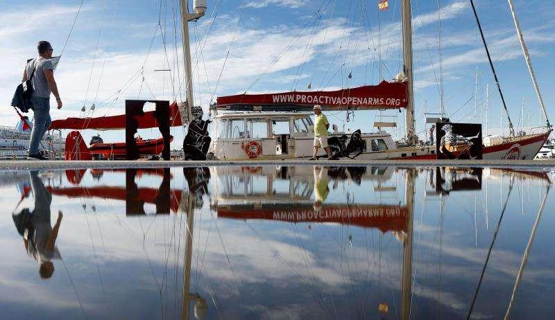 El barco Astral de la OING Open Arms ha recalado en la Marina de València hasta el próximo domingo para sensilbilizar a escolares y a la ciudadanía sobre la realidad que viven los inmigrantes en el Mediterráneo, antes de retomar misiones de observación, denuncia y rescate. EFE