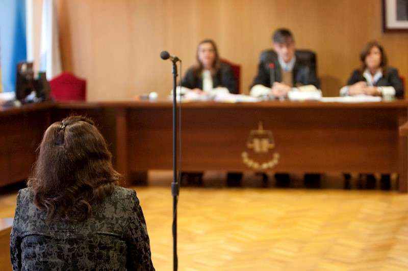 Una mujer durante un juicio. EFE/Archivo