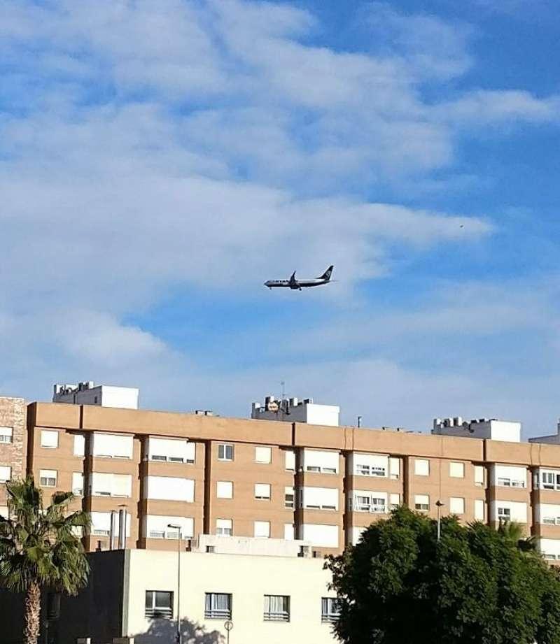 Avió passant per Xirivella. EPDA