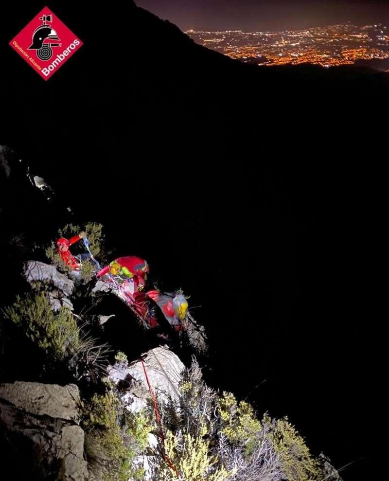 Una imagen del rescate facilitada por el Consorcio Provincial de Bomberos. EFE