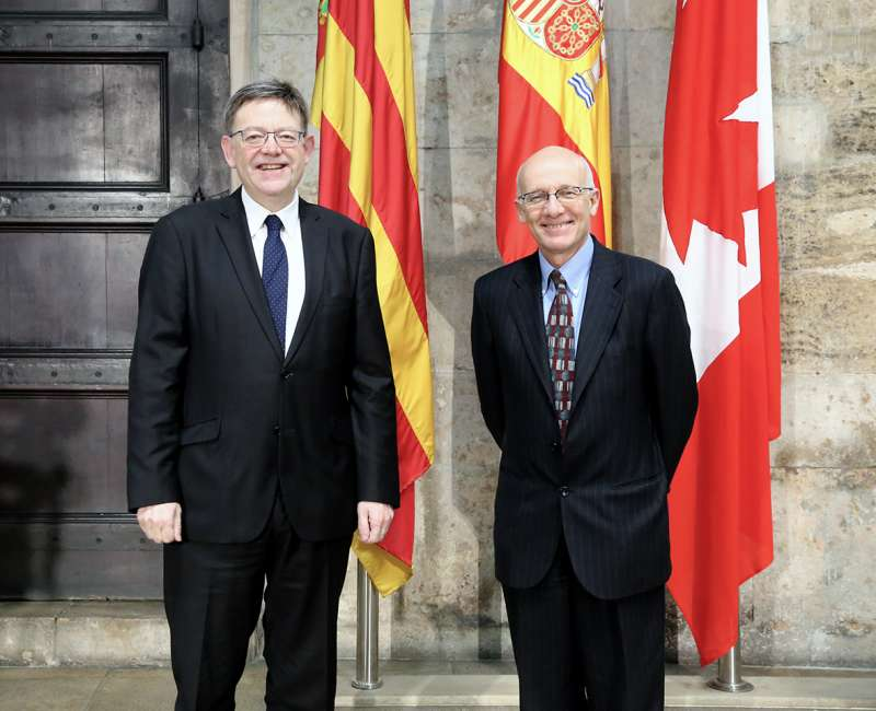El president de la Generalitat con el embajador de Canadá.