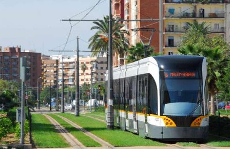 Uno de los tranvias de Metrovalencia. EPDA