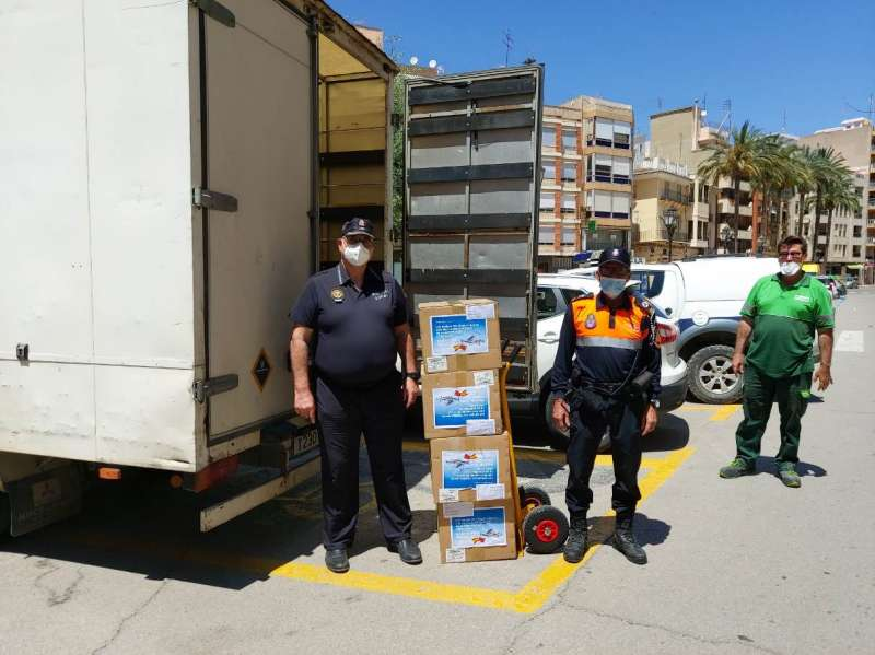 Gracias a esta donación se realiza el reparto de mascarillas a través de los comercios locales. / EPDA