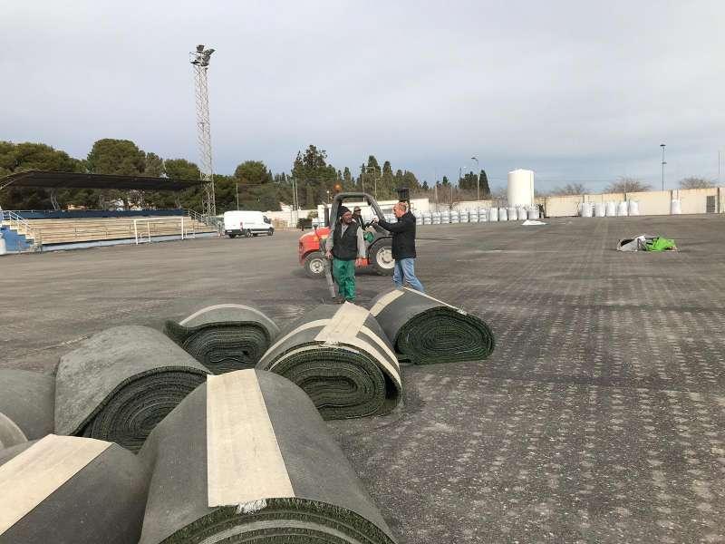 Nuevo césped artificial para campo de fútbol.