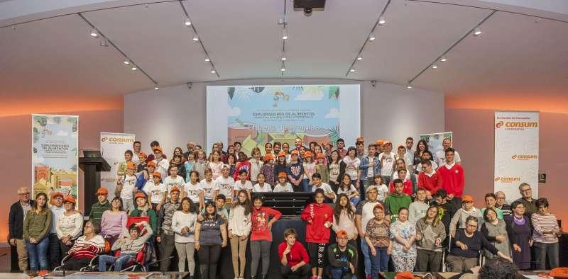 Alumnos que han participado en el concurso de Consum.