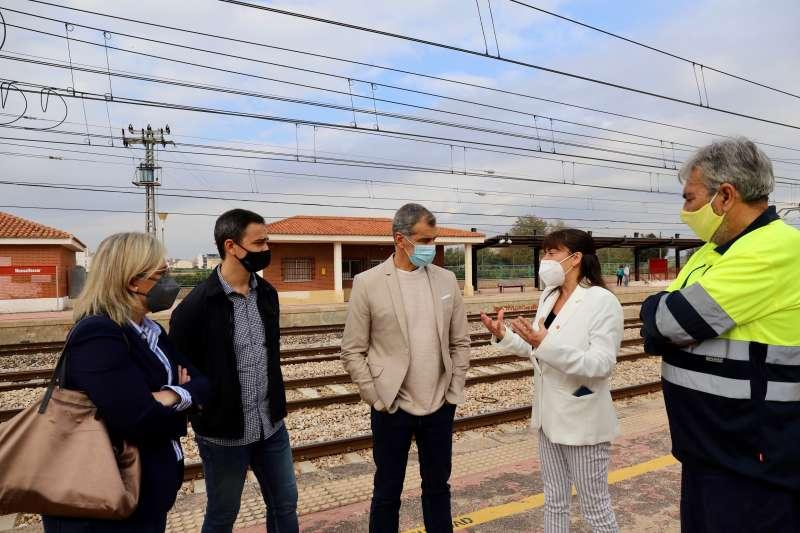 Toni Cantó en la parada del tren en Massalfassar