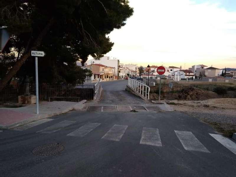 El puente actual estrangula el paso