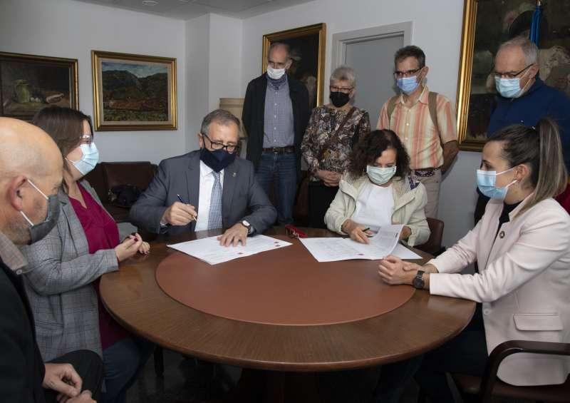 Firma de la cesión de documentos
