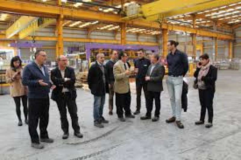 Miembros del equipo de gobierno en una visita a una empresa. EPDA