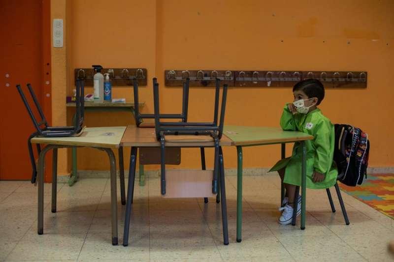 En la imagen, un alumno de Educación Infantil, en el primer día de colegio. EFE