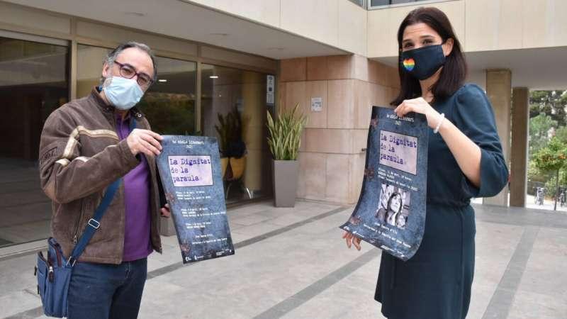 Marga Antón con el cartel / EPDA