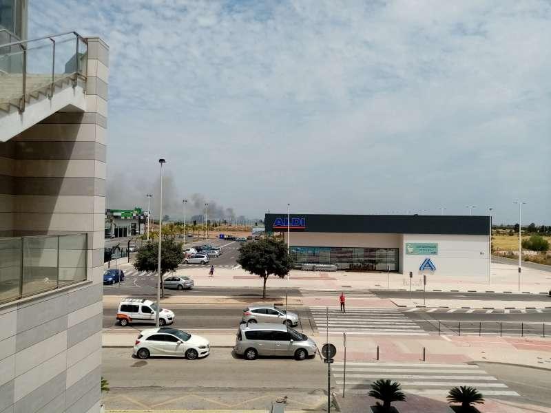 Columna de humo desde la zona comercial. EPDA