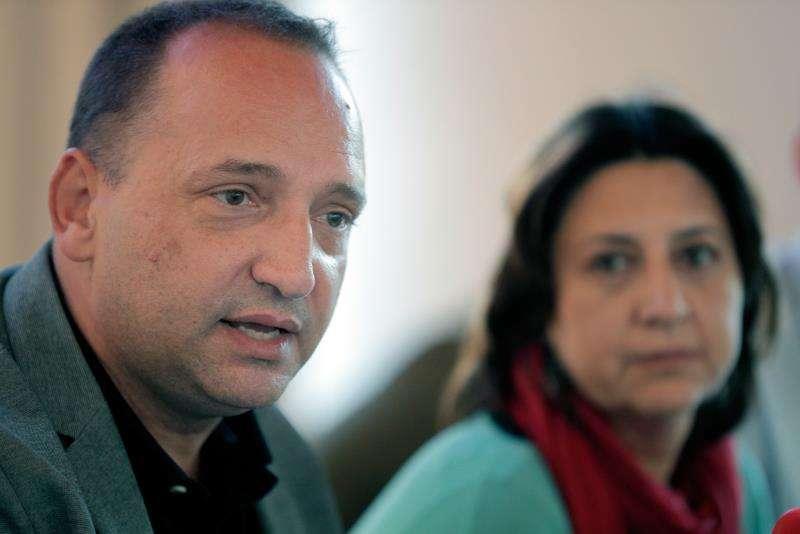 El candidato de Unides Podem-Esquerra Unida a la Presidencia de la Generalitat, Rubén Martínez Dalmau, y la número dos de su candidatura, Rosa Pérez Garijo. EFE