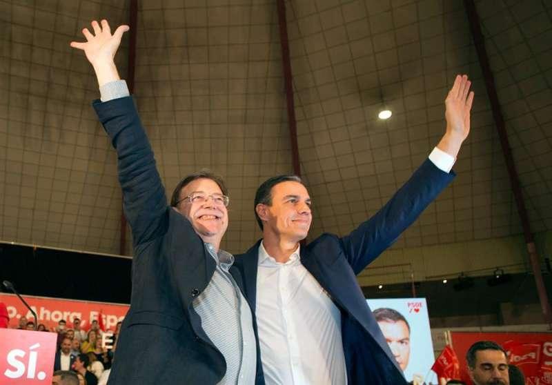 Pedro Sánchez (d) junto a Ximo Puig cierra su campaña en la Comunitat. EFE