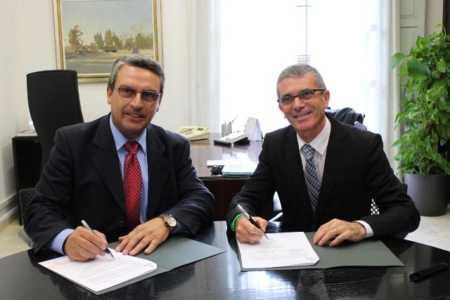 Imagen del diputado de Turismo, Sanjuán, y el alcalde de Favara, Victoria. FOTO: DIVAL