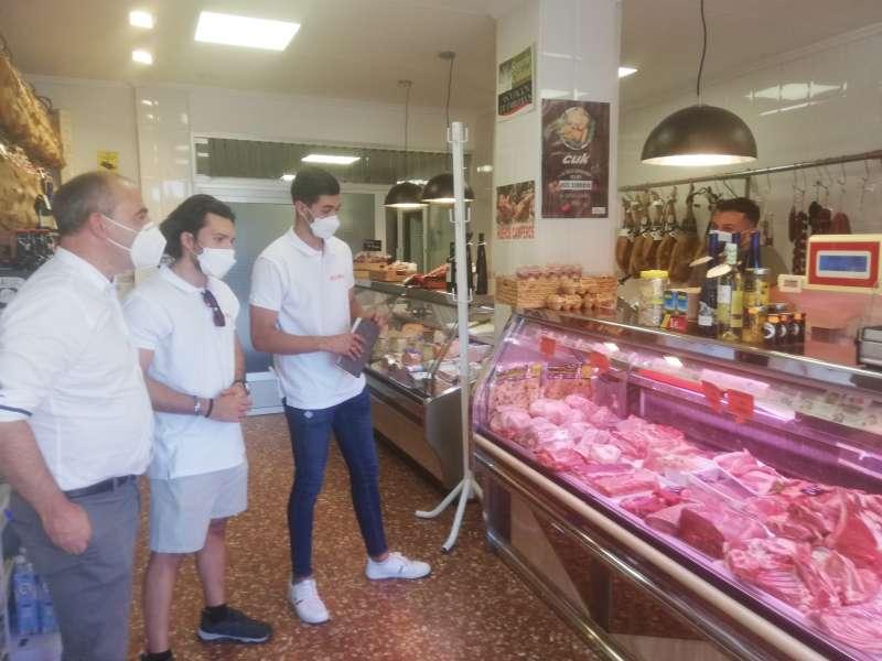 El diputado en una carnicería de Segorbe