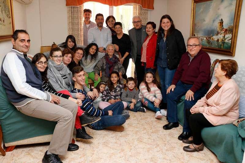 Visita del alcalde a las personas de mayor edad del municipio. EPDA