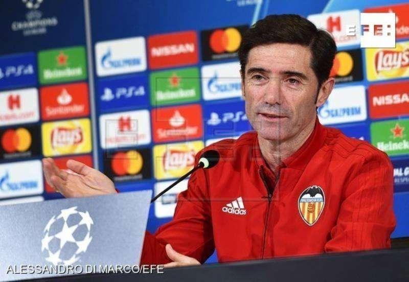Marcelino García Toral responde a las preguntas de los medios durante la rueda de prensa en Turín (Italia). EFE