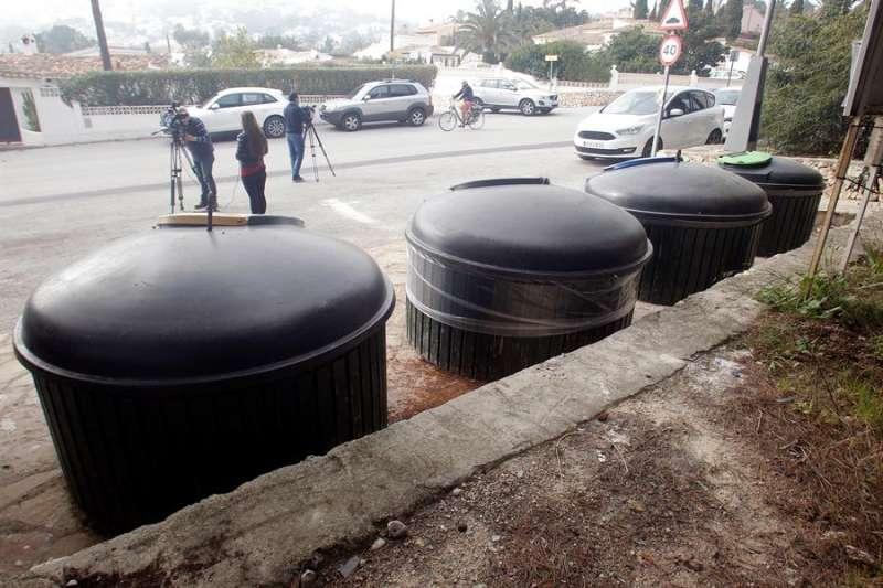 Zona de contenedores soterrados de la calle Móstoles de Moraira. EFE/MORELL