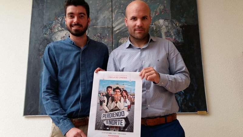 El alcalde de Teulada y el concejal de Educación presentando el cartel anunciador
