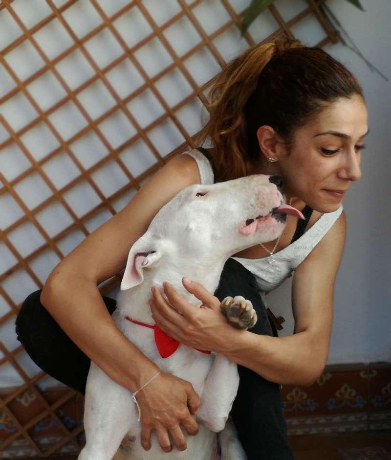 La autora con su mascota. EPDA