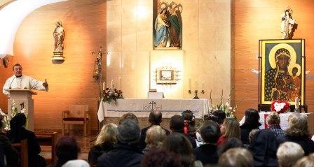 Llegada del icono de la Virgen a la Casa Cuna Santa Isabel. Foto A.Saiz/AVAN