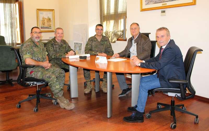 Visita del comandante militar de Valencia y Castellón a Llíria. EPDA