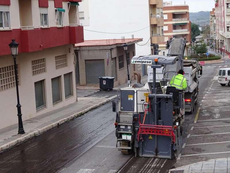Maquinas procediendo al asfaltado de hoy